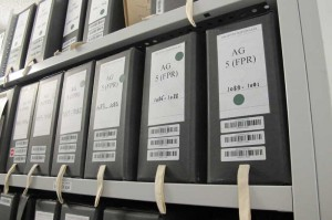 Dans le sanctuaire, ici la cellule d'archives de la prsidence de De Gaulle ... Frissons garantis. Admirez les codes barres sur toutes les boites