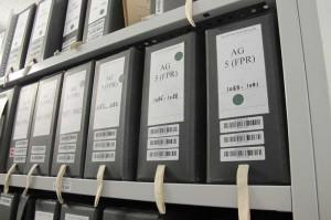 Dans le sanctuaire, ici la cellule d'archives de la présidence de De Gaulle ... Frissons garantis. Admirez les codes barres sur toutes les boites