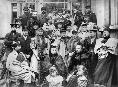 Victoria et ses enfants - extrait de Noblesse et Royautés