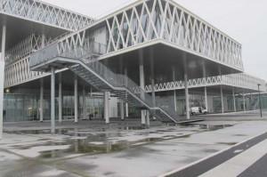 Un bâtiment moderne conçu pour les archives et leurs archivistes