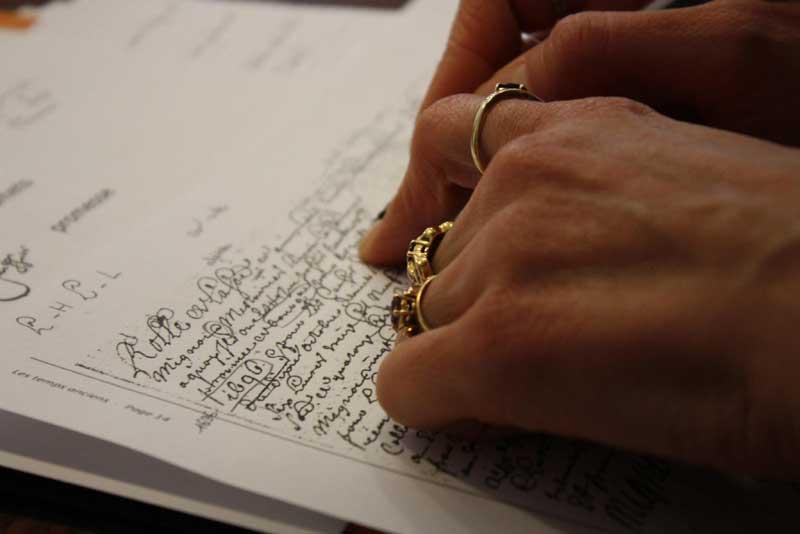 Déchiffrage d'un acte lors du stage de paleographie organisé par la RFG - Crédit photos Charles Hervis RFG
