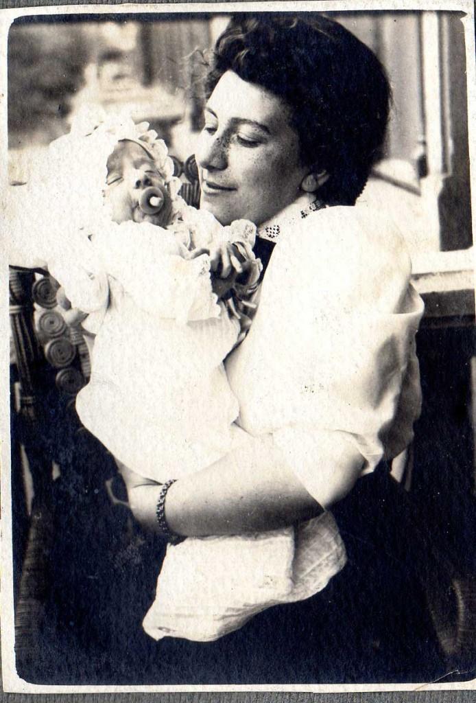 Ete 1910 - le petit Boris vient de naître.