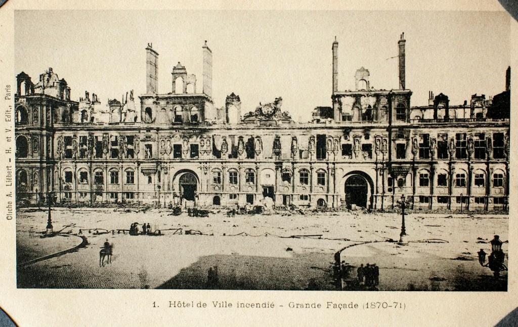 L'Hotel de Ville de Paris après l'incendie - Paris Unplugged